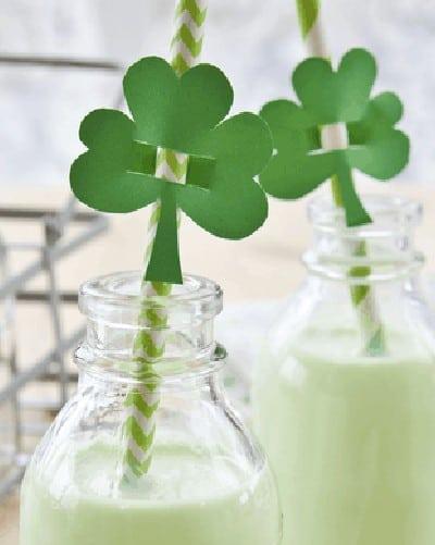 Healthy Shamrock Shake {Paleo, Low-Carb, Vegan, 21DSD, Dairy-Free}
