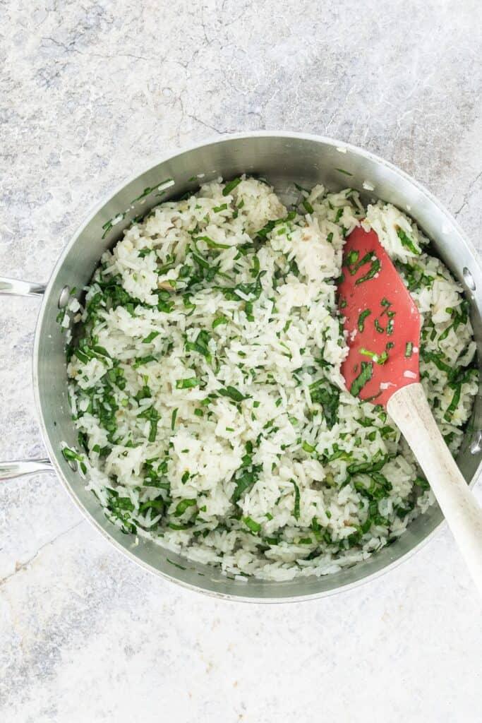 medium sauce pan containing ramp rice