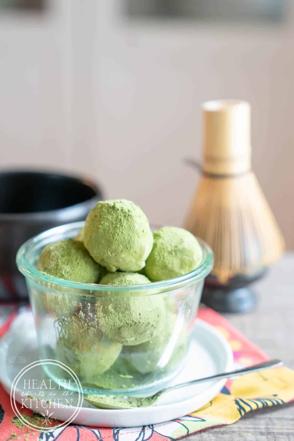 Low-Carb Keto Matcha Latte Fat Bombs